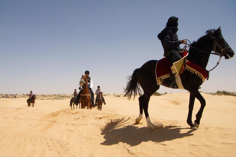 Chevauchée et nuit dans le désert d'Agafay